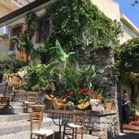 Foto scattata a timoleone cafe da Sjs S. il 6/16/2017
