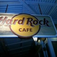 Photo taken at Hard Rock Cafe Maui by Rod K. on 3/13/2013