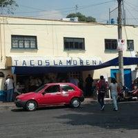 Foto tomada en Tacos La Morena por Rafael R. el 10/19/2012