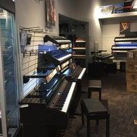 Photo taken at Guitar Center by Katia M. on 5/9/2017