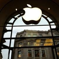 Photo taken at Apple Store Regent Street by Jordy on 11/19/2012