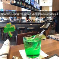 Снимок сделан в Moxie's Grill & Bar пользователем Austin L. 3/17/2017