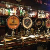 Снимок сделан в Fuller's Pub пользователем E G. 4/26/2013