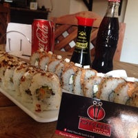 Photo taken at Nueve Uno Sushi Roll & Lunch by Irlanda L. on 1/21/2015