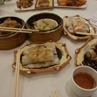 Photo taken at Qin Dynasty Seafood Restuarant by Jay L. on 9/7/2013