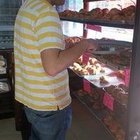 Foto tomada en Croissants Alfredo por Ana O. el 6/24/2013