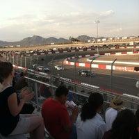 Foto tirada no(a) Bullring at Las Vegas Motor Speedway por Donald L. em 7/4/2013