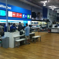Photo taken at Best Buy by Arnaldo P. on 7/20/2013