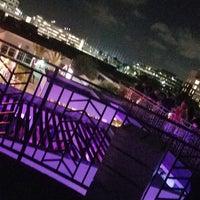 Foto scattata a 77 Degrees Rooftop da Nadir il 6/18/2017
