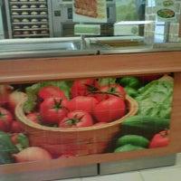 Foto tomada en Subway por Cipactli R. el 10/15/2012