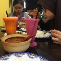 Photo taken at restoran seri melayu by kaka z. on 9/18/2015
