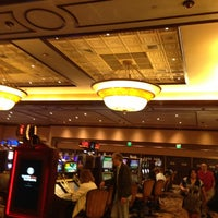 Photo taken at Horseshoe Casino Hammond Diamond lounge by Ky S. on 4/28/2013