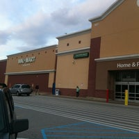 Das Foto wurde bei Walmart Supercenter von Eric D. am 2/28/2013 aufgenommen
