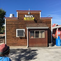 Photo taken at Berry's Pie Pantry & Restaurant by Mark L. on 10/3/2016