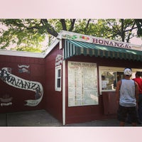 Photo taken at Bonanza Stand of Oyster Bay by Nakyoung L. on 7/30/2013