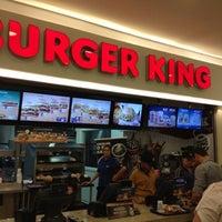 Foto tirada no(a) Burger King por Emmanuel Ribeiro C. em 11/7/2012