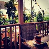 Foto scattata a Café Du Jardin da Heba A. il 9/28/2012