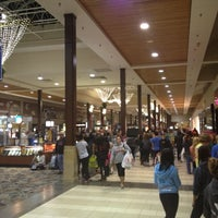 Photo prise au Great Lakes Mall par Julian K. le11/23/2012