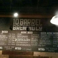 Foto tomada en 10 Barrel Brewing  por Paul N. el 11/19/2015