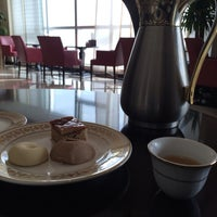 Photo taken at fairmont gold 28th floor coffee and buffet by Hessa on 12/13/2013