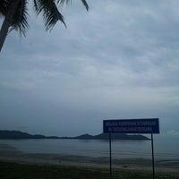 Photo taken at Fishing Bay Resort, Mersing by Mohd Faiz M. on 7/5/2013