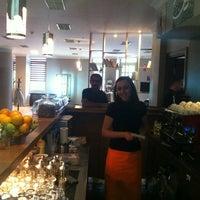รูปภาพถ่ายที่ W Cafe Brasserie โดย KORAY E. เมื่อ 12/7/2012