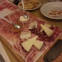 Foto scattata a Piccola Osteria Del Borgo da Simone B. il 9/5/2014
