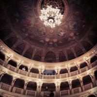 รูปภาพถ่ายที่ Teatro Comunale โดย Simone B. เมื่อ 10/16/2012