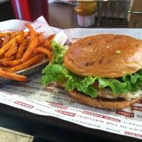 Снимок сделан в Smashburger пользователем Rebecca C. 3/4/2013