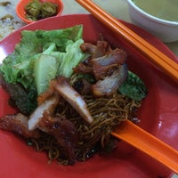 Photo taken at Kedai Makan Dan Minum Zheng Ji 成记烧腊鸡饭 by moonHwa 文. on 8/28/2014
