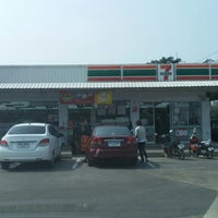 Photo taken at 7-Eleven @ปตท.นาดี (อุดร) 7962 by pu h. on 12/28/2013
