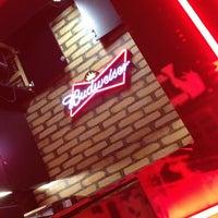 Foto tirada no(a) Buddies Burger & Beer por Gabriel B. em 3/10/2013