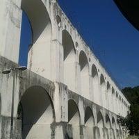 Foto tirada no(a) Arcos da Lapa por Vitor M. em 7/19/2013