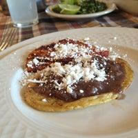 Foto tomada en Restaurant Mary Cristy por Hector R. el 12/25/2012