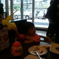 Photo taken at Pizza Hut by Mulyawan R. on 9/22/2013