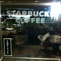 Das Foto wurde bei Starbucks von Toño H. am 2/18/2013 aufgenommen