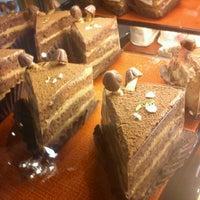 Foto tirada no(a) Kazu Cake por Makoto Y. em 7/12/2013