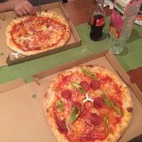 Foto scattata a Pizza Manufaktura da Nágila M. il 9/24/2017