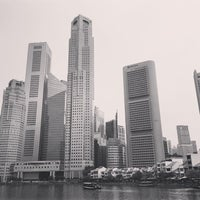 Photo taken at Marina Bay Seafood@Boat Quay by Winnie L. on 4/22/2016