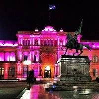Foto tirada no(a) Plaza de Mayo por Victor A. em 4/10/2013