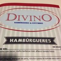 Foto tirada no(a) Divino Hambúrgueres & Espetinhos por Vanessa M. em 11/25/2013