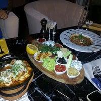 8/8/2013 tarihinde Zafer E.ziyaretçi tarafından Carnival Restaurant'de çekilen fotoğraf