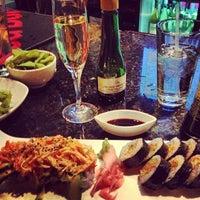 Foto tirada no(a) Sushi O Bistro por Holly H. em 10/21/2012