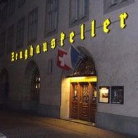 4/17/2013 tarihinde Maxim L.ziyaretçi tarafından Zeughauskeller'de çekilen fotoğraf