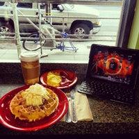 2/20/2013 tarihinde Eric K.ziyaretçi tarafından U Street Café'de çekilen fotoğraf