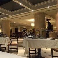 Foto tomada en St. Regis Restaurante por Gurjit G. el 10/26/2015