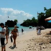 Снимок сделан в Padang-Padang Beach пользователем Monita E. 5/2/2014