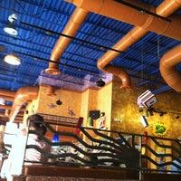 Foto tomada en La Parrilla Mexican Restaurant por Devin D. el 11/20/2012