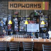 Photo prise au Hopworks Urban Brewery par Carlos Veio L. le5/2/2013