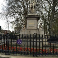 Photo taken at Sir Hugh Myddelton Statue by Patricia 🐶 on 12/2/2015